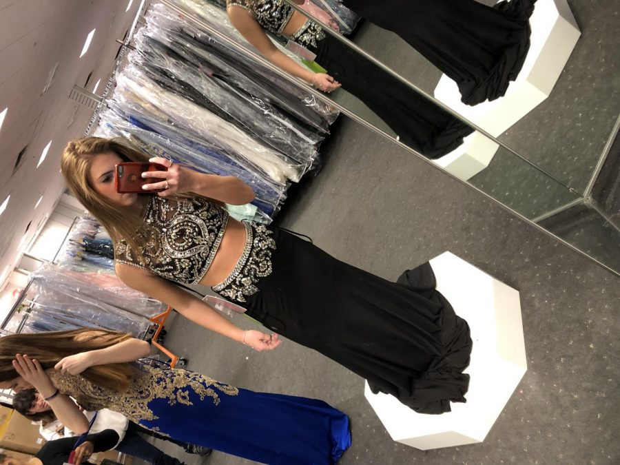 Alyssa+Montisanti+in+her+Glitterati+prom+dress.