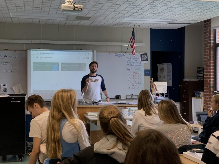 Mr.+Horsely+teaching+his+Marine+Biology+class+on+a+recent+day+at+Triton%0A%28Ouellette+photo%29
