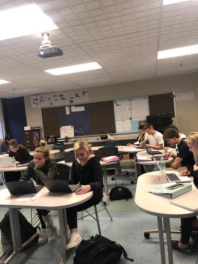Juniors+and+seniors+work+diligently+as+they+strive+to+edit%2C+and+finish+articles+for+Mr.Allen%27s+journalism+class.++