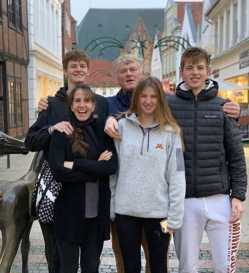 The+Ernst+family+pictured+in+the+streets+of+Verden+Germany