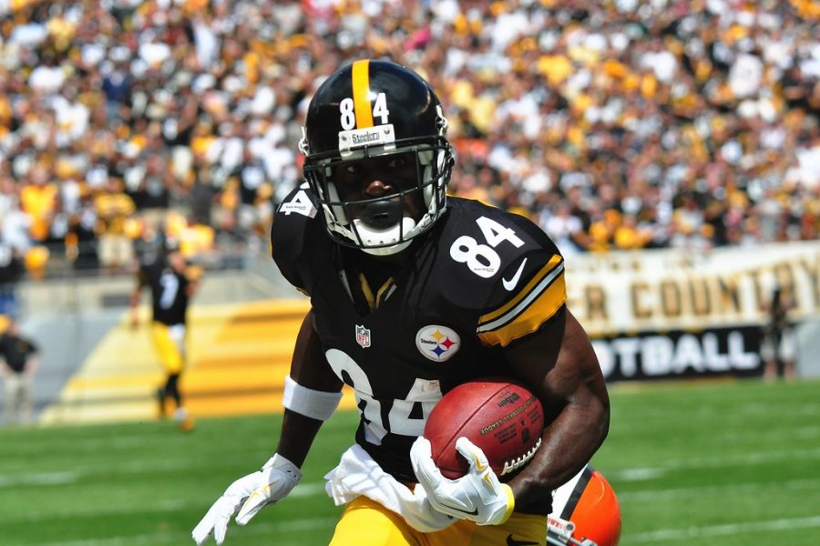 Antonio+Brown+runs+the+ball+up+the+field+for+the+Steelers