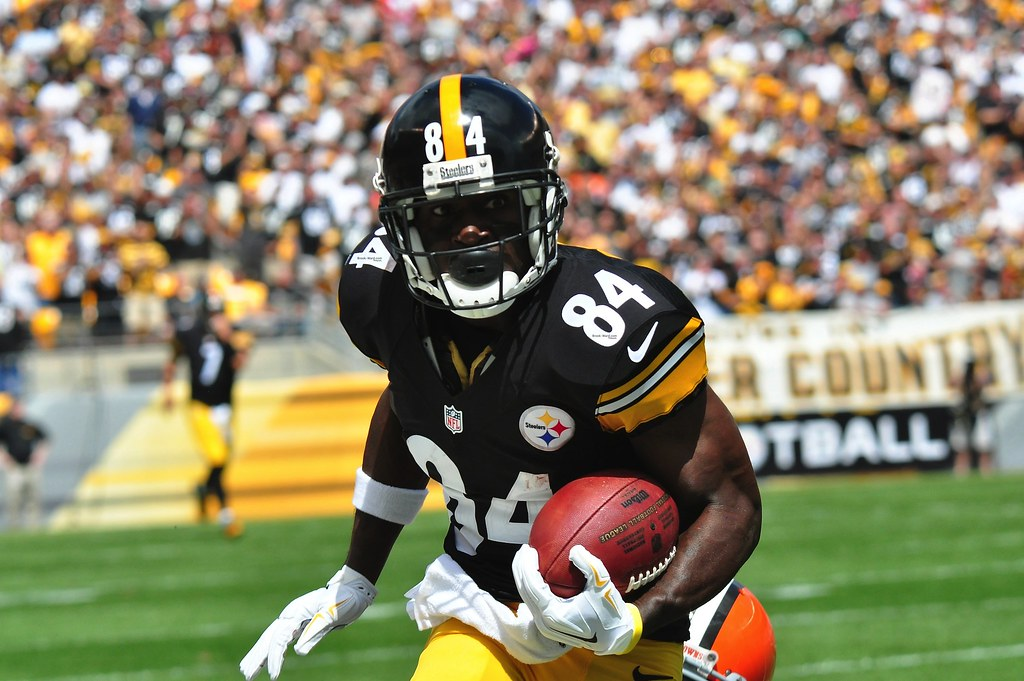 Antonio Brown runs the ball up the field for the Steelers