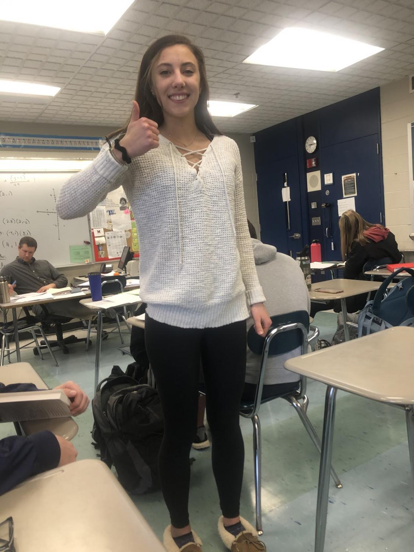 Student Maddy Pfingst wearing aerie leggings